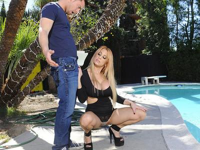 Alyssa Lynn & Seth Gamble in Seduced by a Cougar