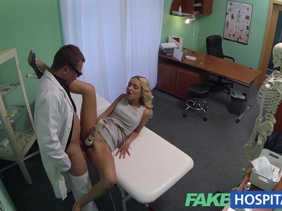 FakeHospital Hot sales girl uses her tight pussy