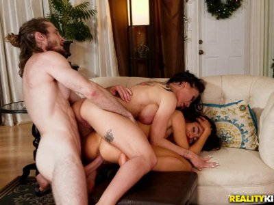 Alluring babes with tattoos fuck like crazy in FFM threesome